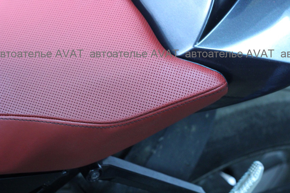 перетяжка сиденья мотоцикла кожей Nappa