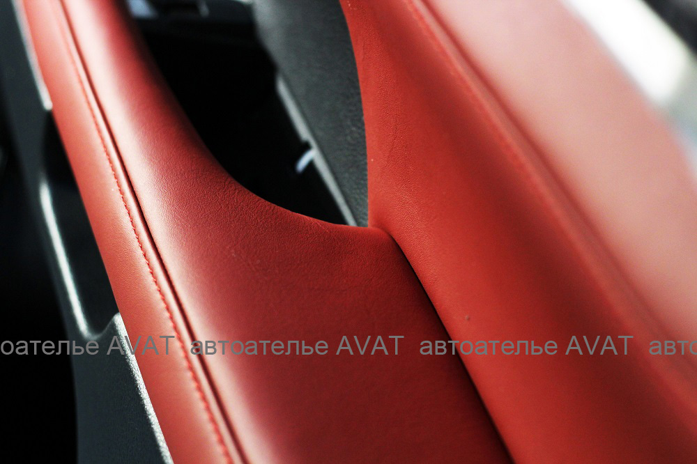 перетяжка подлокотников и вставок дверей на Lexus LX