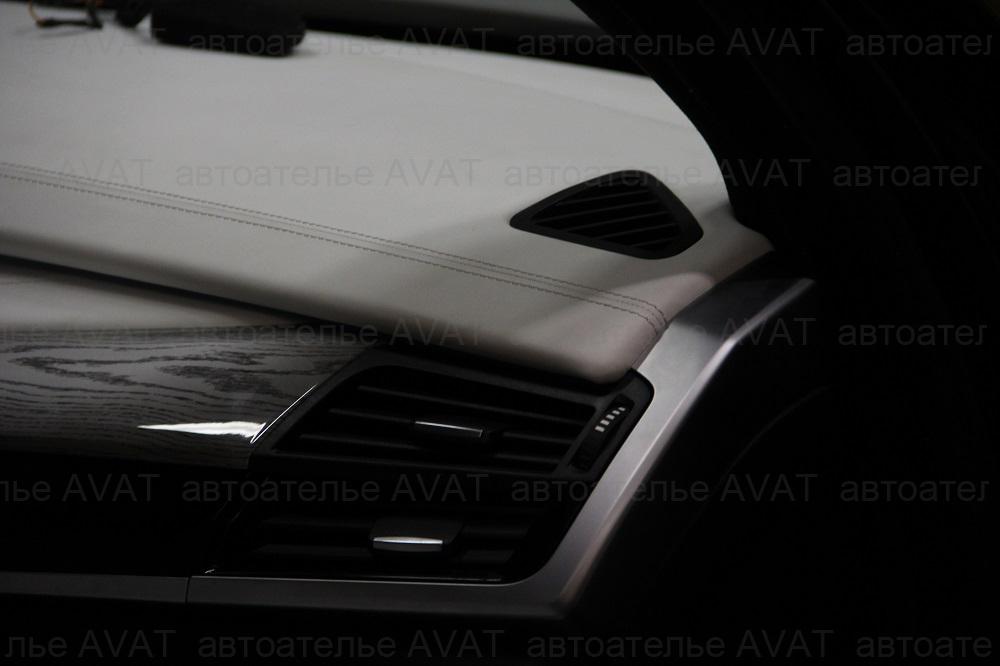 перетяжка натуральной кожей торпедо автомобиля