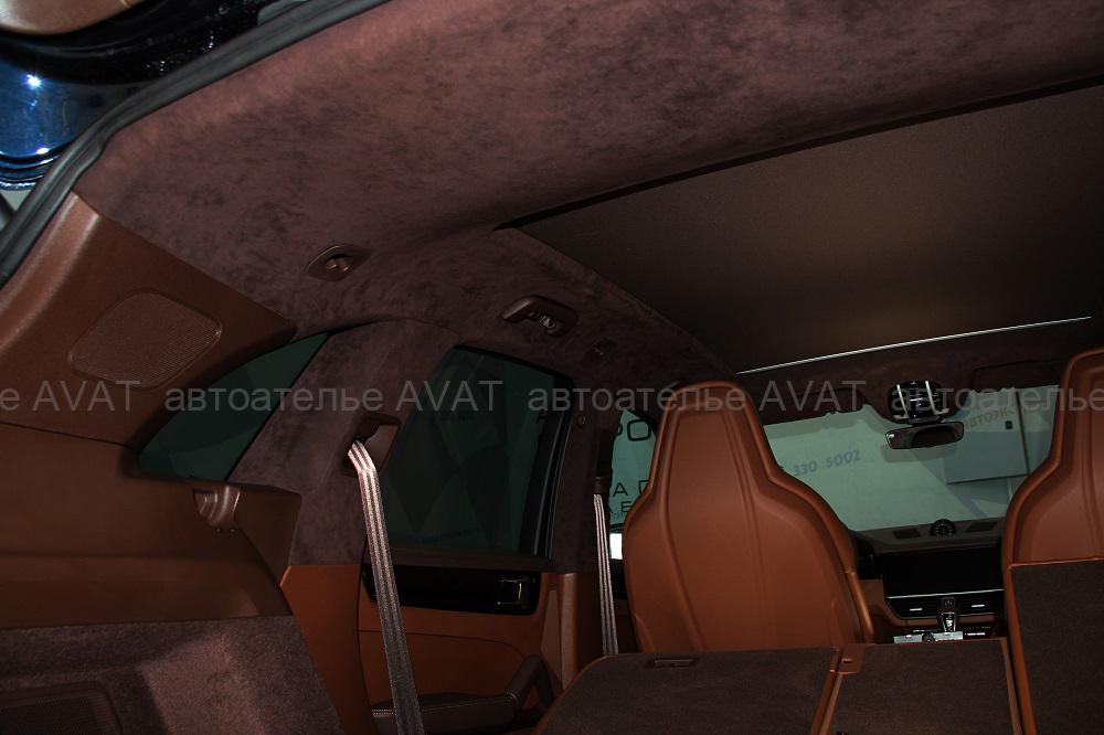 перетяжка потолка Porsche Cayenne алькантарой
