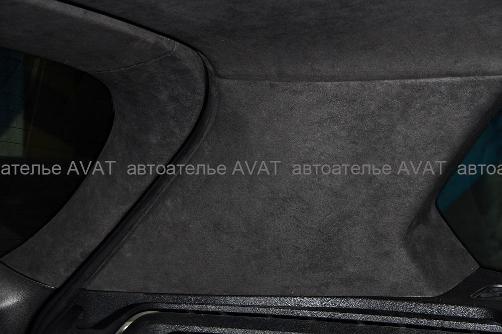 BMW X5 G05 перетяжка задних фигурных стоек аналогом алькантары dinamica