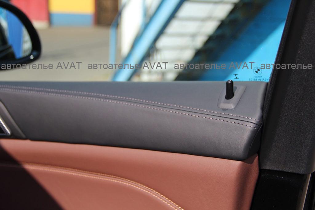 перетяжка кожей обшивок дверей на BMW X5 G05