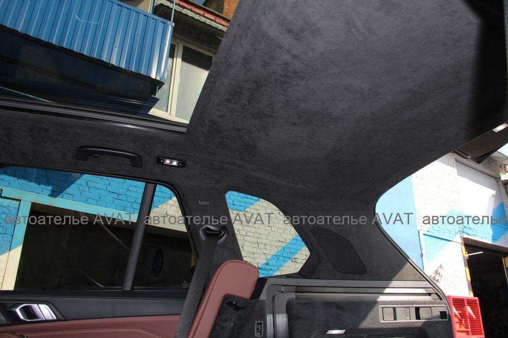 Перетяжка алькантарой потолка и задних стоек на BMW X5 G05