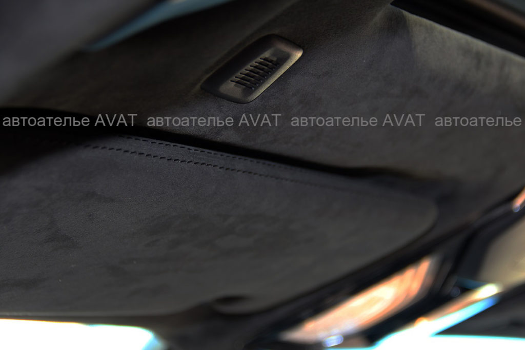 Перетяжка алькантарой потолка и солнцезащитных козырьков с заводской строчкой на BMW X5 G05
