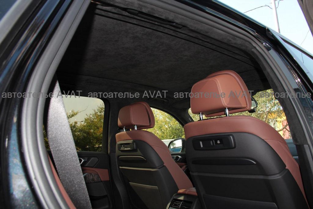 BMW X5 G05: перетяжка алькантарой крыши с панорамным люком