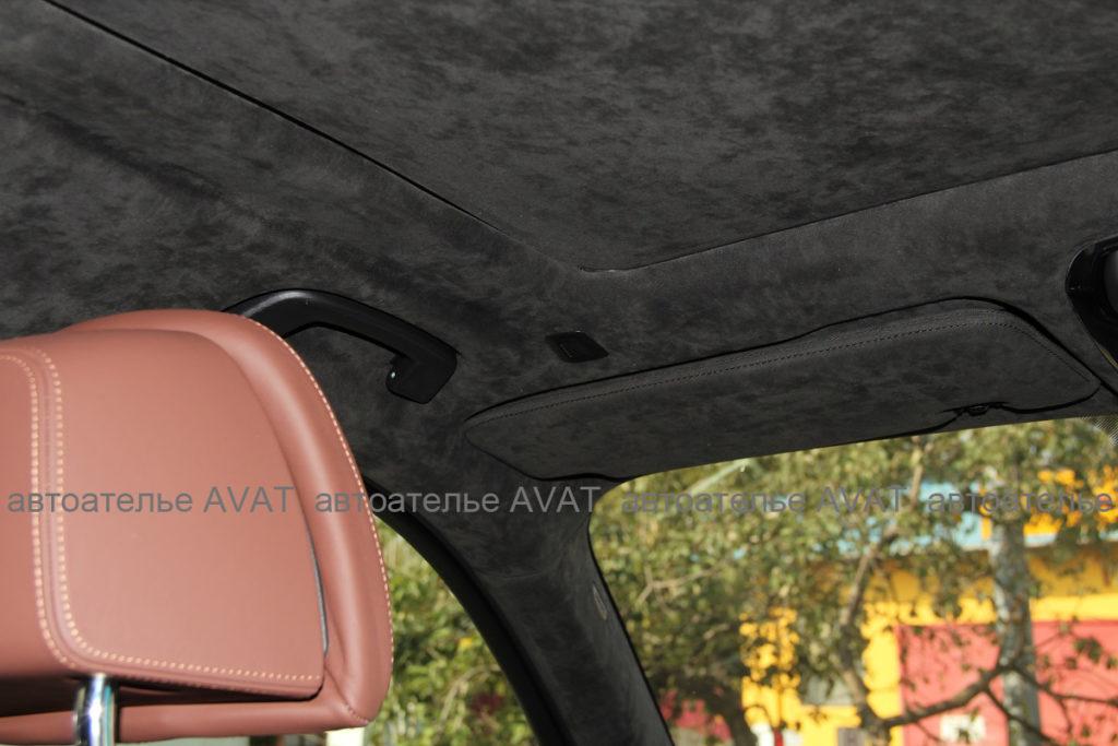 панорамный потолок BMW X5 G05 в оригинальной алькантаре
