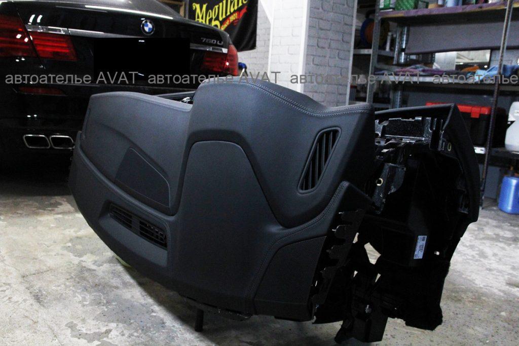 Торпедо AUDI Q8 в натуральной коже nappa, работа мастеров автоателье AVAT