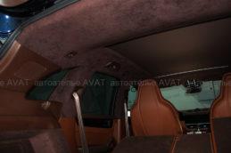 перетяжка потолка Porsche Cayenneалькантарой