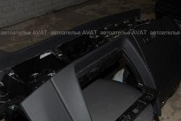 Ауди Q8, торпедо, перетянутая в натуральную кожу, выполнено мастерами автоателье AVAT