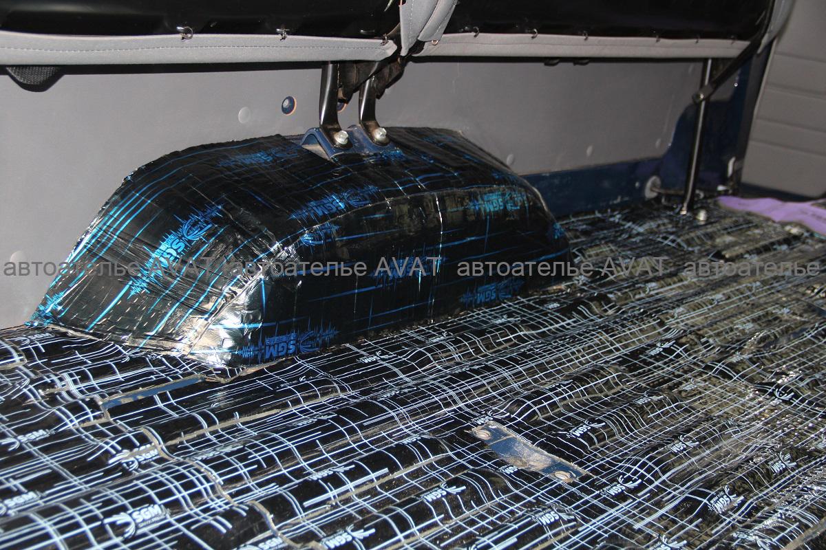 виброизоляция колесных арок в салоне Toyota LC 78