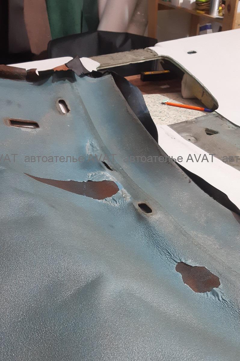 заводской клей на коже потолка Bentley