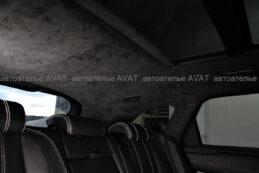 задние стойки, перетянутые в алькантару на Range Rover